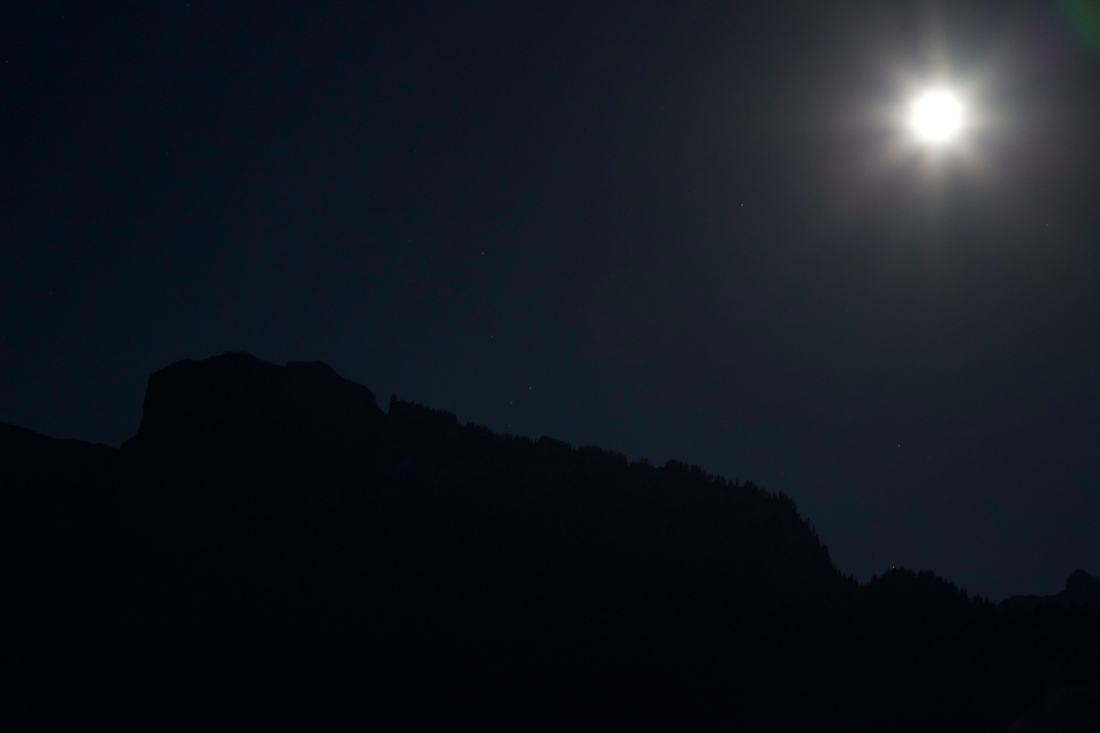 picture of a full moon over the Kanisfluh mountain